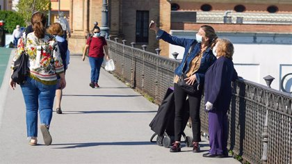 Andalucía propone mascarillas en espacios abiertos de gran afluencia y cambiar horarios de los paseos en la desescalada