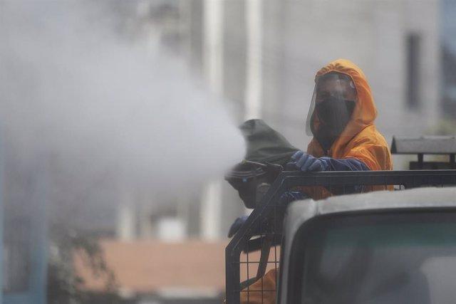 """Coronavirus.- Ecuador rebaja la cifra de contagiados por coronavirus tras """"limpi"""