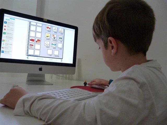 Niño, deberes, colegio, clases, ordenador