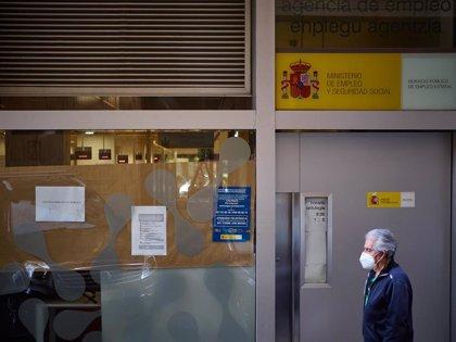 Los bancos anticiparán el pago de las prestaciones por desempleo tras llegar a un acuerdo con Trabajo