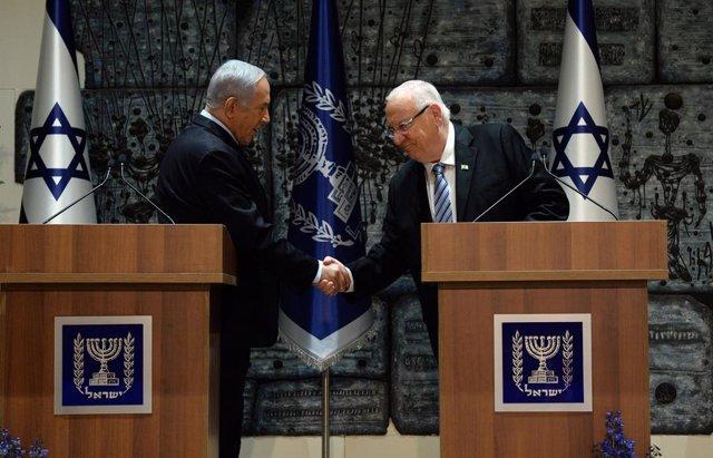 El presidente de Israel, Reuven Rivlin (d), y el primer ministro del país, Benjamin Netanyahu (i)