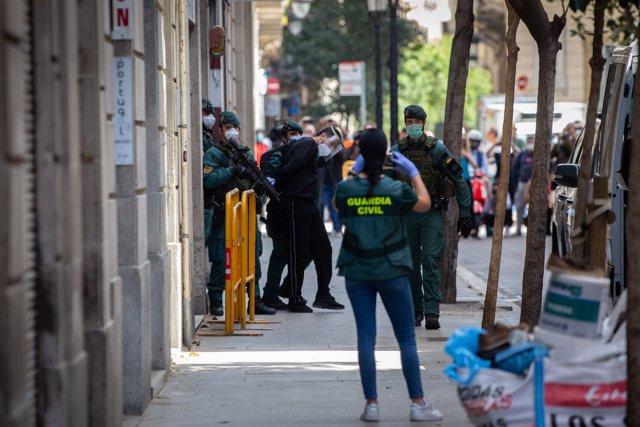 Trasladan al presunto yihadista que buscó objetivos bajo el estado de alarma Detenido en Barcelona a dependencias policiales, el 8 de mayo de 2020.