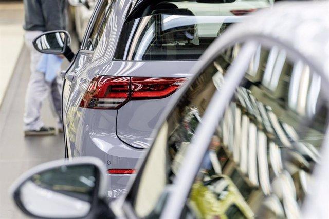 UE.- Bruselas confía en que las ayudas de Alemania al sector del automóvil impul