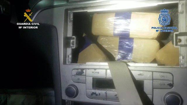 Fardos de hachís en el interior de un vehículo