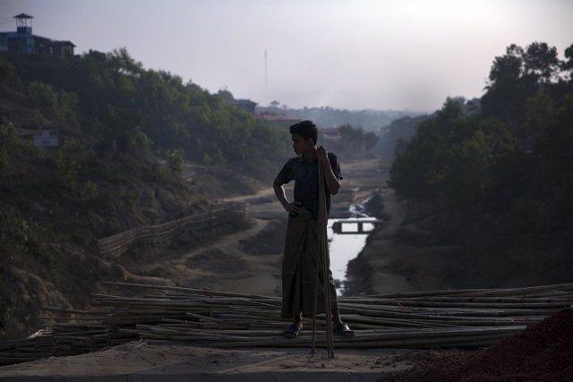 Bangladesh.- Bangladesh rescata a casi 300 rohingyas a la deriva en las inmediac