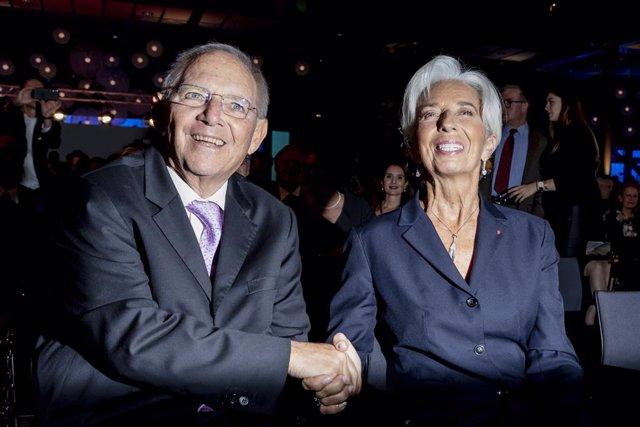 UE.- Wolfgang Schaeuble advierte de que la decisión del TC de Alemania pone en c