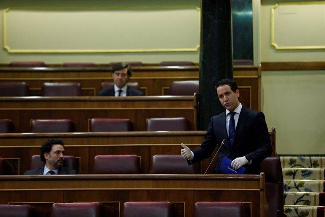 El diputado del PP Teodoro García Egea, interviene en la sesión de control al Ejecutivo celebrada este miércoles en el Congreso
