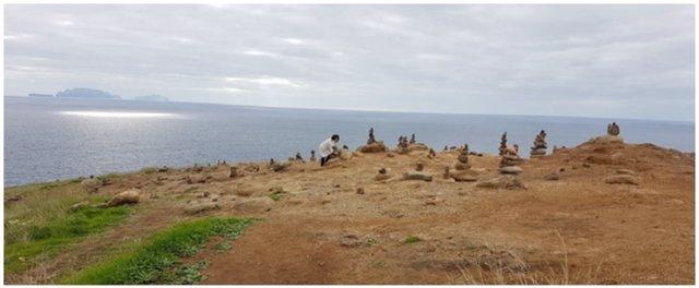 Montículos de piedras en el Parque Nacional de Madeira, en Portugal.