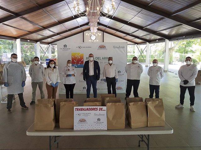 El alcalde de Los Palacios, Juan Manuel Valle, se reúne con restauradores de la 'Ruta del arroz'