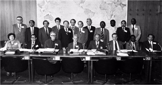Foto de la 33 Asamblea Mundial de la Salud, el 8 de mayo de 1980, en el que se declaró la erradicación de la viruela