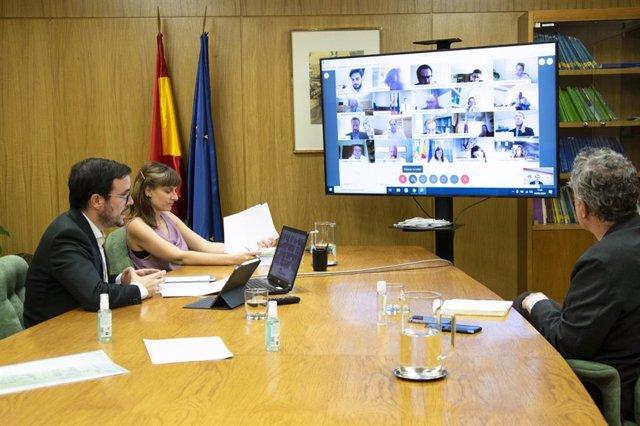 El ministro de Consumo, Alberto Garzón, mantiene un encuentro telemático con responsables de las CCAA