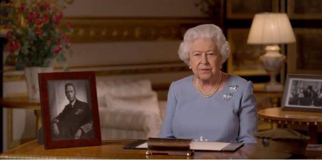 """R.Unido.- Isabel II llama a """"nunca rendirse, nunca desesperarse"""" en el aniversar"""