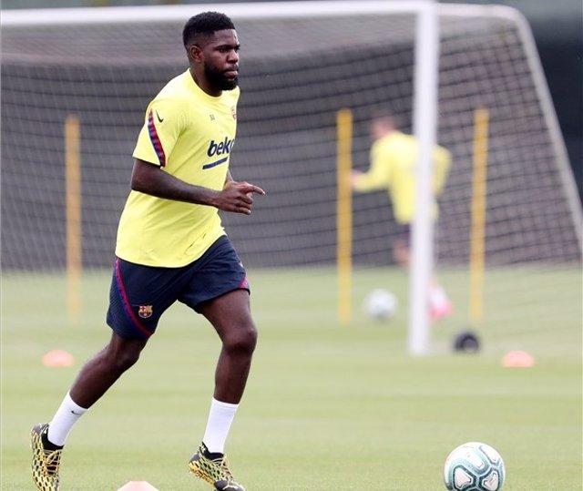 Fútbol.- Samuel Umtiti se lesiona el sóleo de la pierna derecha en el entrenamie