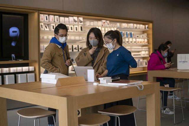 Coronavirus.- China confirma 14 nuevos casos de coronavirus, 12 de ellos de tran