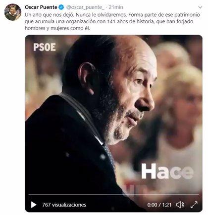 """Puente, en el primer aniversario de la muerte de Rubalcaba: """"Nunca le olvidaremos"""""""