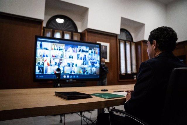 El presidente de Andalucía, Juanma Moreno, en la reunión por videoconferencia con el presidente del Gobierno, Pedro Sánchez, en Madrid (España) a 10 de mayo de 2020.