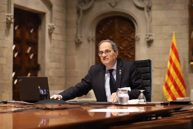 El president de la Generalitat, Quim Torra, durant la novena reunió de presidents autonòmics amb el president del Govern, Pedro Sánchez, pel coronavirus. A 10 d'abril de 2020.