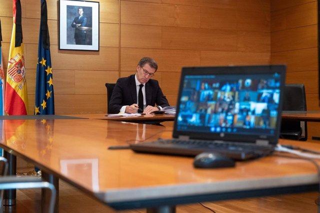 El presidente de la Xunta, Alberto Núñez Feijóo, en la novena videoconferencia con el presidente del Gobierno, Pedro Sánchez, y el resto de líderes autonómicos.