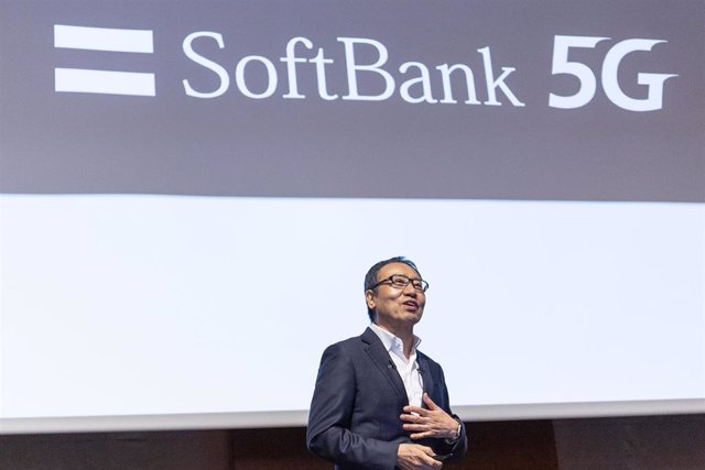 05 August 2019, Japan, Tokyo: President and CEO of SoftBank Corp Ken Miyauchi announces the company's first-quarter financial results for the fiscal year during a news conference. Photo: Rodrigo Reyes Marin/ZUMA Wire/dpa