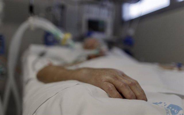 """Situación de un paciente ingresado en la Unidad de Cuidados Intensivos del Hospital Infanta Sofía en San Sebastián de los Reyes (Madrid) donde el responsable de la UCI del centro, Ángel González Gallego, ha señalado que """"sí el funcionamiento normal de la"""