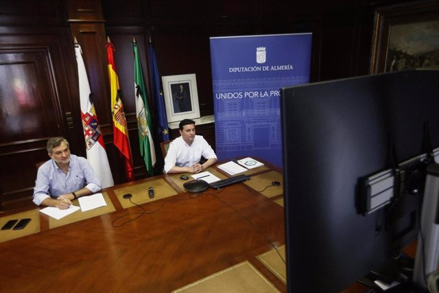 El presidente de la Diputación, Javier Aureliano García, junto al vicepresidente Ángel Escobar