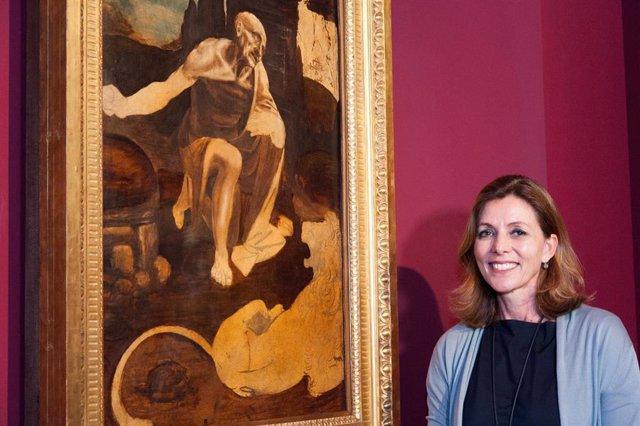 Barbara Jatta, directora de los Museos Vaticanos, posa durante la presentación de una exposición de los museos vaticanos en 2019