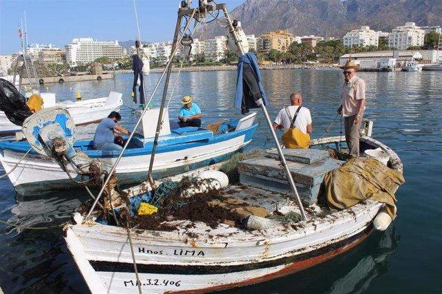 Pescadores de Marbella (Malaga). Imagen de archivo.