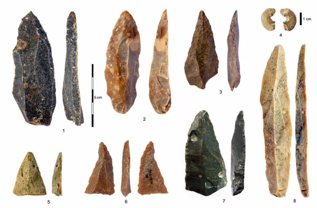 Artefactos de piedra usados por Homo Sapiens en la cueva de Bacho Kiro