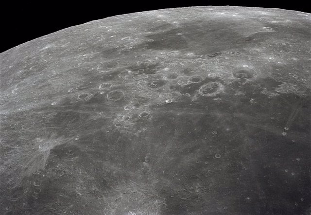 Más pruebas de que meteoritos gigantes formaron en parte la corteza lunar