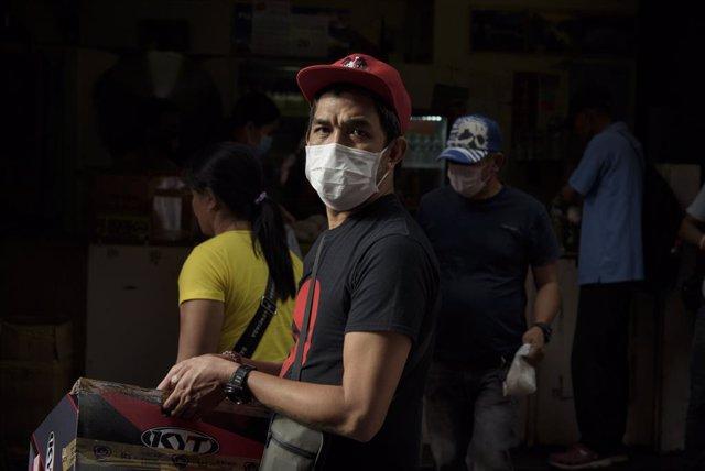 Coronavirus.- Filipinas amplía la cuarentena en varias zonas del país hasta el 3