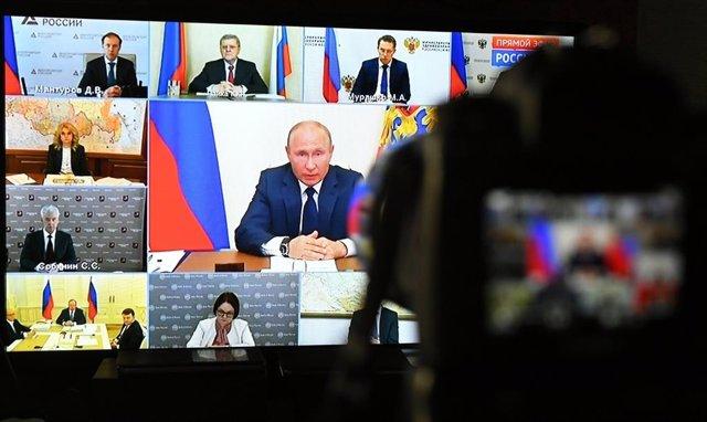 Vladimir Putin, en una videoconferencia con responsables gubernamentales