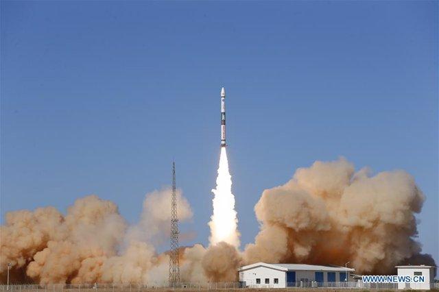 China lanza dos satélites para probar el Internet de las cosas