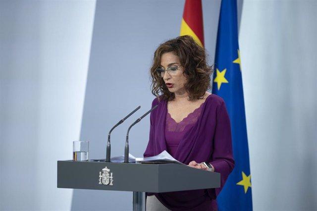 La ministra de Hacienda y portavoz del Gobierno, Maria Jesús Montero, en rueda de prensa tras el Consejo de Ministros, en Madrid (España), a 8 de mayo de 2020.