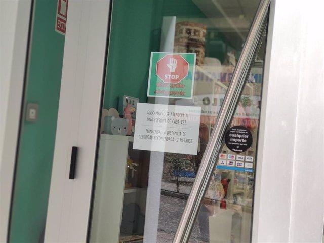 Pequeño comercio en Oviedo con nuevos horarios debido al coronavirus durante la primera semana de apertura en la Fase 1.