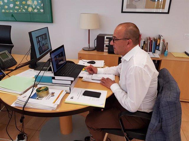 El consejero de Educación, Cultura y Deporte de Aragón, Felipe Faci, participa en la reunión de patronos y colaboradores del Desafío Buñuel.
