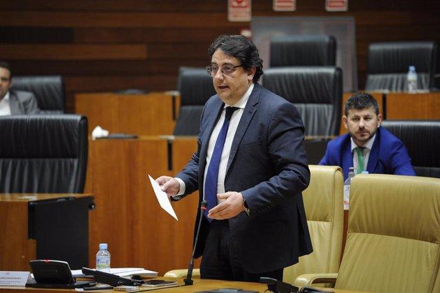 El vicepresidente segundo de la Junta y consejero de Sanidad, José María Vergeles,