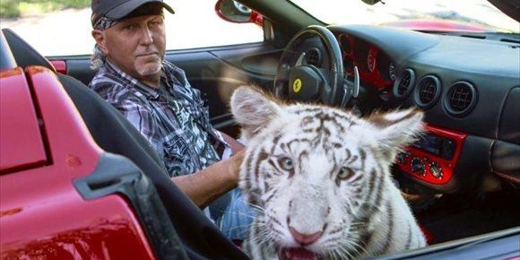 1. Netflix prepara más Tiger King con en el ataque en el show de Siegfried y Roy