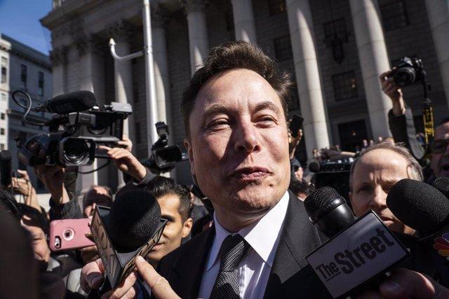 Economía/Motor.- (AMP) Musk reactiva la producción de Tesla en Estados Unidos si