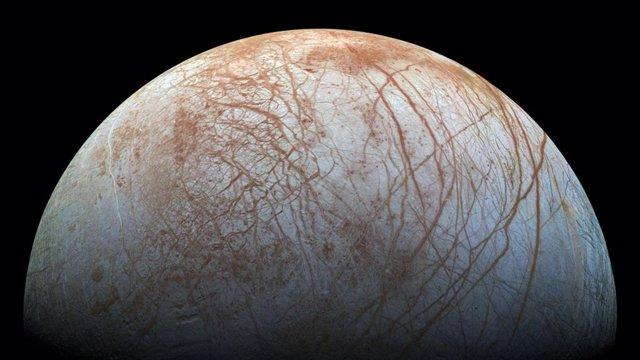 Nuevas evidencias de columnas de vapor de agua en la luna Europa
