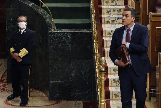 El presidente del Gobierno, Pedro Sánchez, participa en el pleno del Congreso este miércoles donde se autorizará otra prórroga del estado de alarma solicitada por el Gobierno, en Madrid (España), a 6 de mayo de 2020.