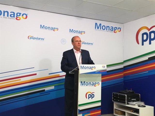 El presidente del PP extremeño, José Antonio Monago, en una rueda de prensa