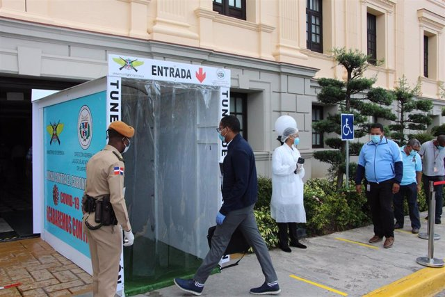 Cabina de desinfección en el Palacio Nacional de República Dominicana