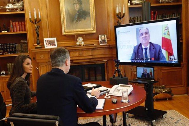 Don Felipe y doña Letizia se han reunido mediante videoconferencia con Jesús Aguilar, presidente del Consejo General de Colegios Oficiales de Farmacéuticos de España.