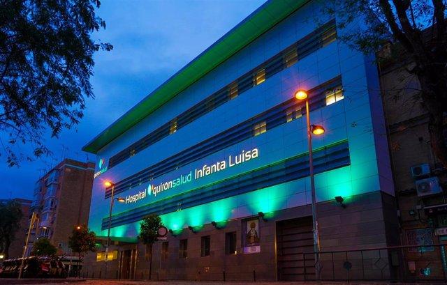 El hospital Quironsalud Infanta Luisa lucirá  la fachada verde todo el tiempo que dure la pandemia del COVID-19 como símbolo  esperanza. SEvilla a 16 de abril 2020