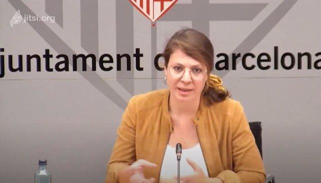 La tinent d'alcalde d'Ecologia, Urbanisme i Mobilitat de Barcelona, Janet Sanz, en una roda de premsa telemàtica