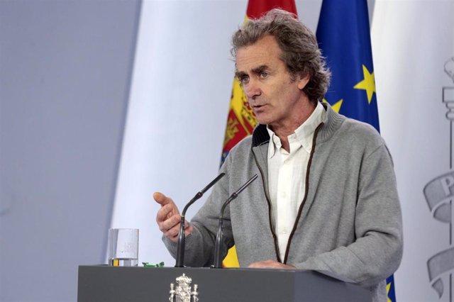 El director del Centro de Coordinación de Alertas y Emergencias Sanitarias, Fernando Simón, comparece en rueda de prensa para analizar la situación respecto a la crisis del coronavirus e informar sobre la desescalada, en Madrid (España), a 13 de mayo de 2