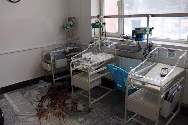 """Afganistán.- El """"repugnante ataque"""" contra la maternidad en Kabul fuerza a MSF a"""
