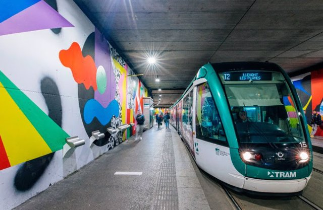La parada de tranvía de Cornellà (Barcelona) se renueva con un mural de 1.635 metros cuadrados