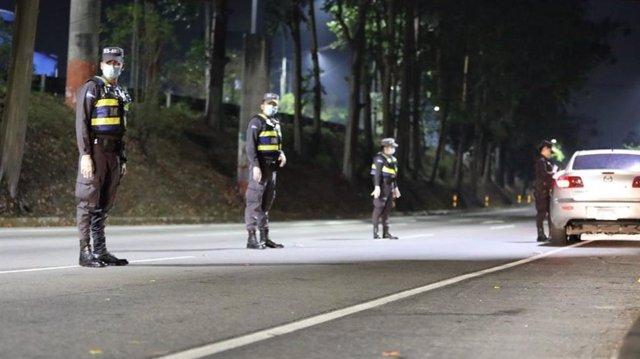 Agentes de la Policía de El Salvador