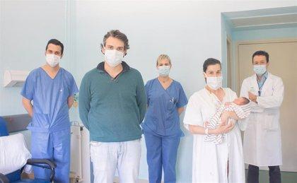Nace un bebé por parto natural tras superar su madre el Covid-19 en el hospital Virgen del Rocío de Sevilla